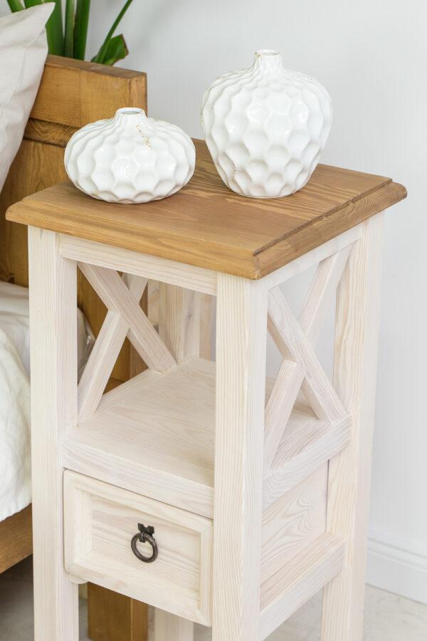 stolik z drewna bielony