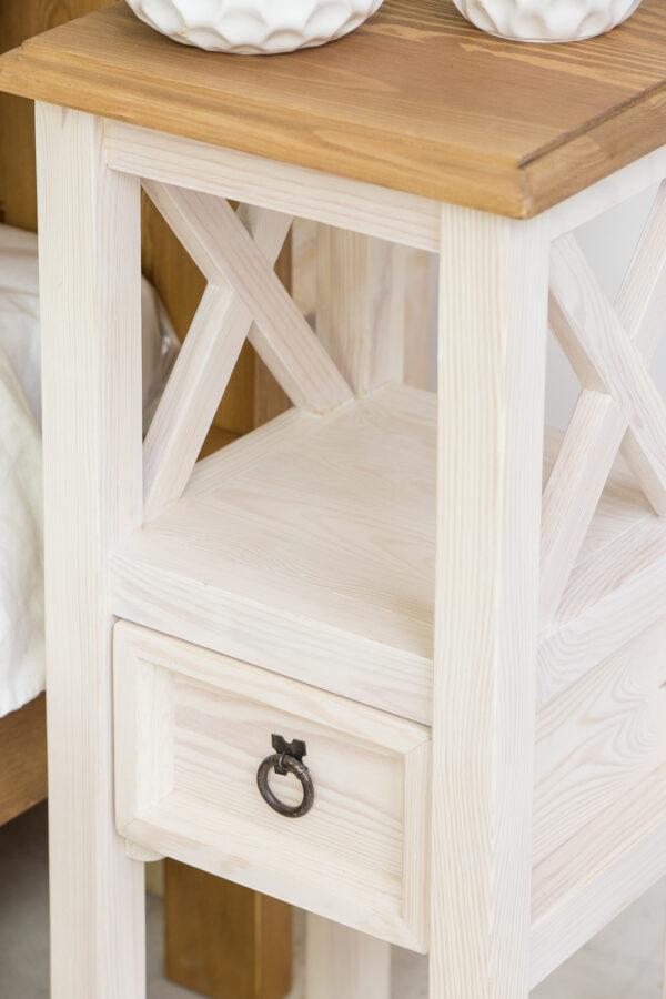 stolik drewniany bielony