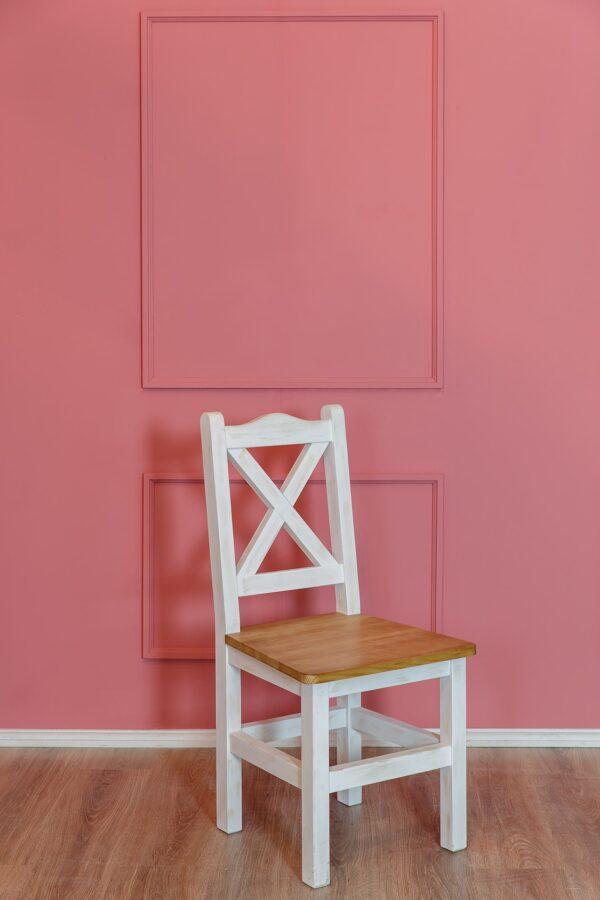 drewniane patynowe krzesło