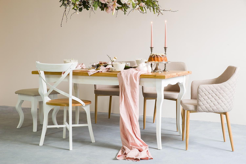 Jak dopasować krzesła do rozmiaru stołu