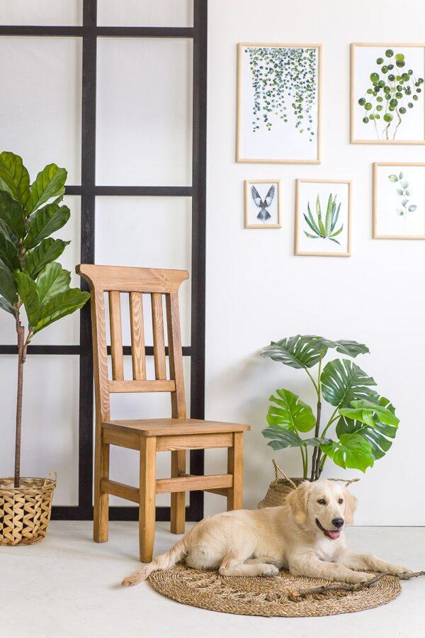 drewniane krzesła woskowane