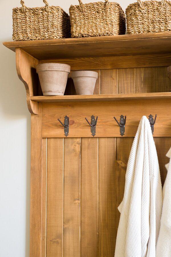 niewielka garderoba drewniana