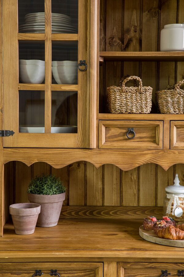woskowany kredens drewniany
