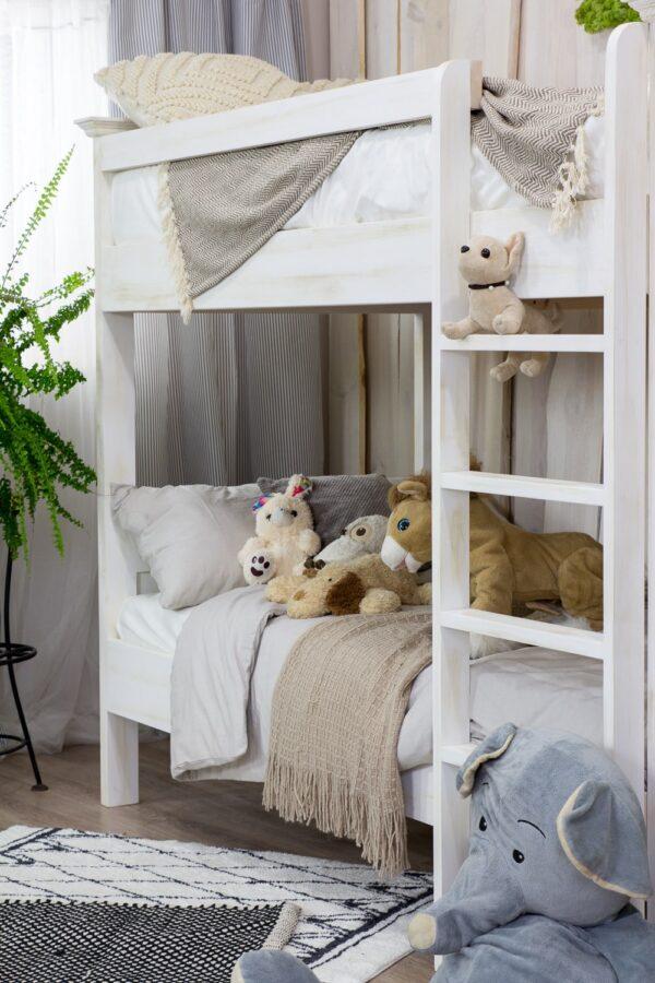 bielone łóżko piętrowe
