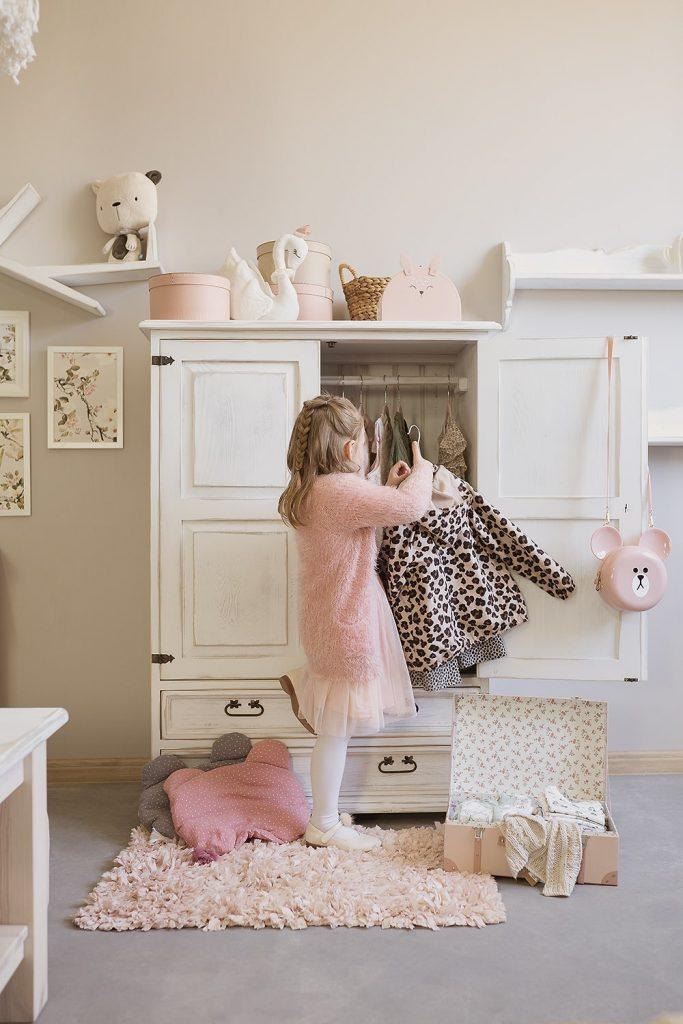 Urządzamy pokój dziecięcy-porady, komoda bielona dziecięca