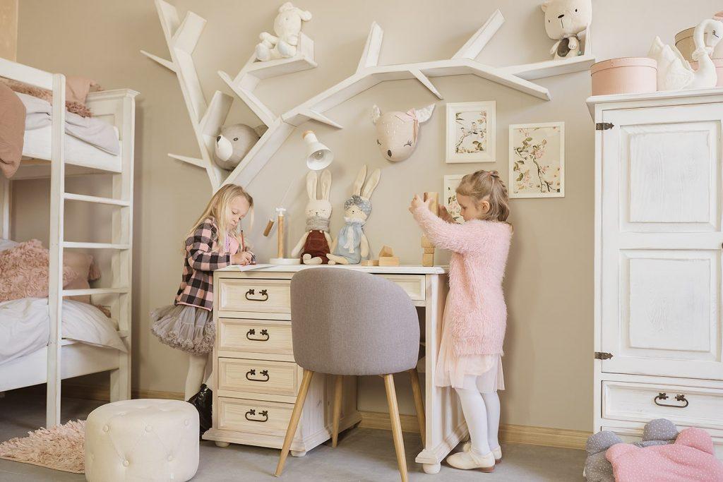 pokój dla dziewczynki meble woskowane