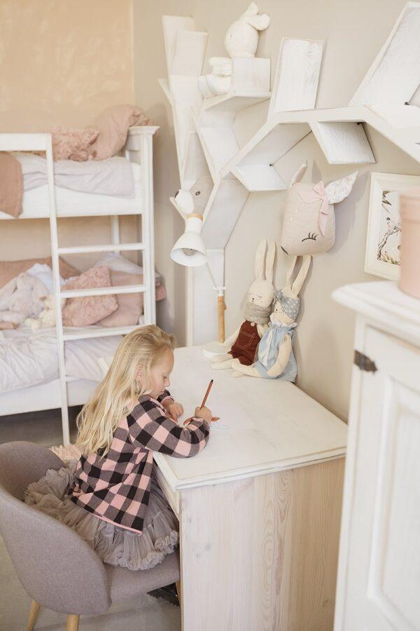 sosnowe biurko dziecięce