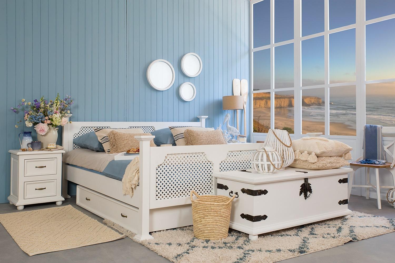 Biała sypialnia w morskim stylu jak urządzić?