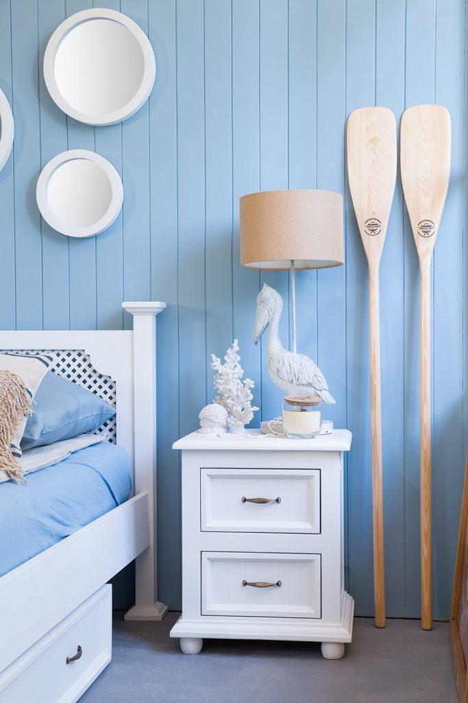 Biała sypialnia w morskim stylu